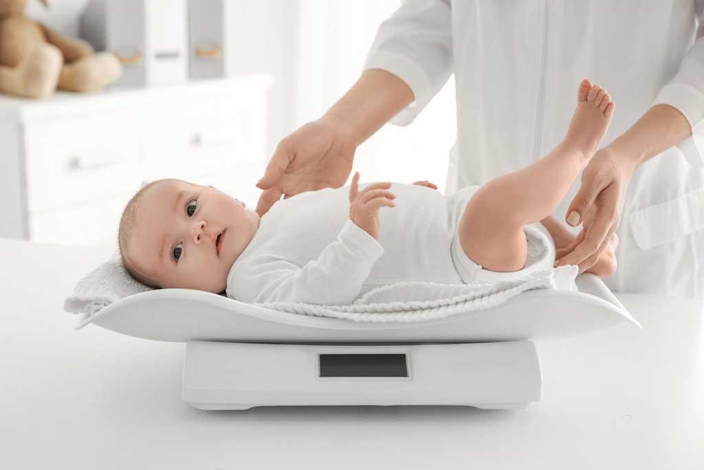 Bật mí chế độ dinh dưỡng tiêu chuẩn cho trẻ sơ sinh