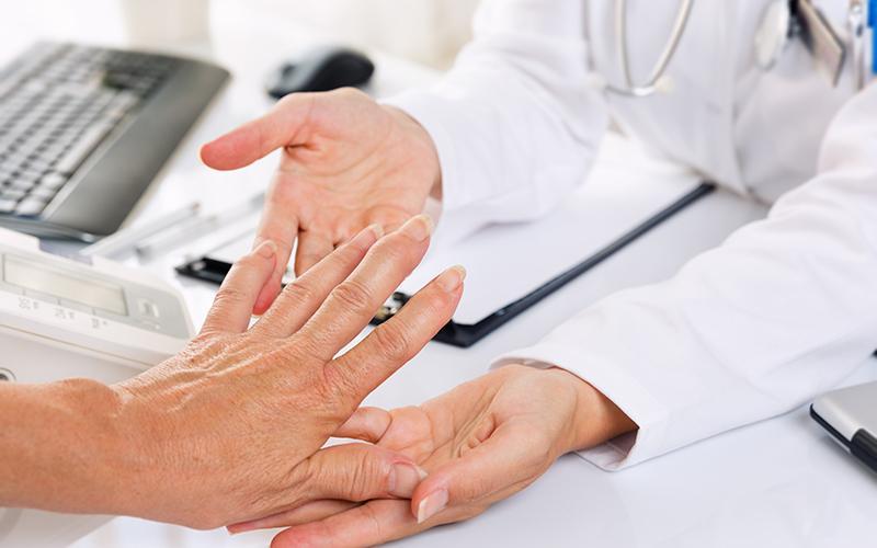 Các triệu chứng và biểu hiện lâm sàng của bệnh viêm khớp dạng thấp