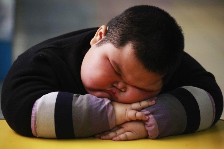 Cách điều chỉnh chế độ dinh dưỡng cho trẻ thừa cân béo phì