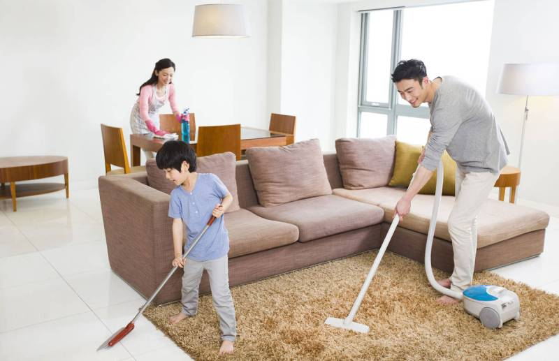 Dọn dẹp nhà cửa giúp làm giảm nấm mốc khiến cơ thể bị dị ứng.