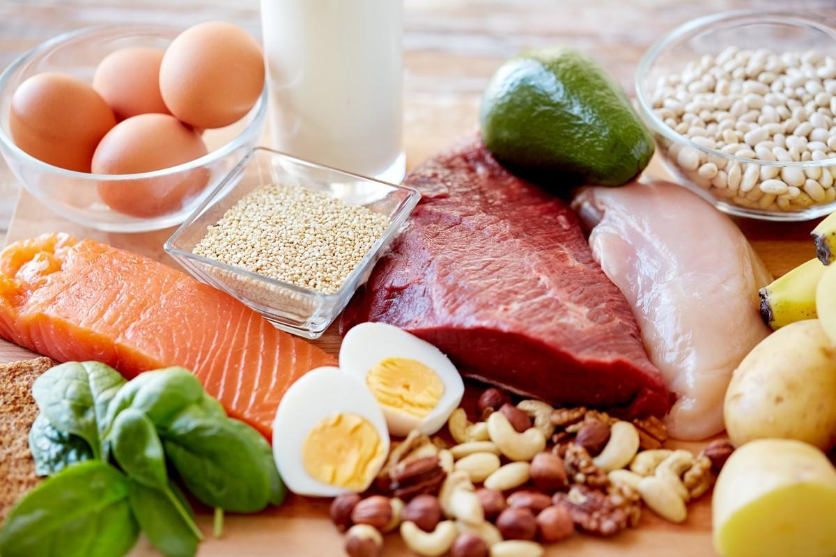 Người cao tuổi cần cung cấp đủ chất đạm cho cơ thể để nâng cao hệ miễn dịch