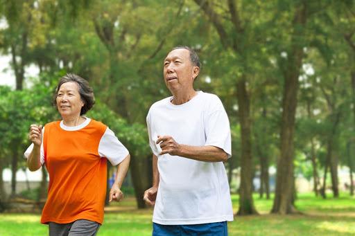 Người cao tuổi cần tăng cường vận động để nâng cao hệ miễn dịch