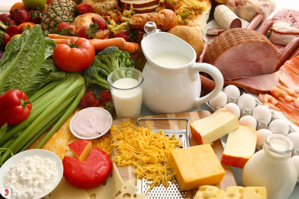 Chế độ ăn uống giúp bạn giảm mụn, món nên và không nên ăn
