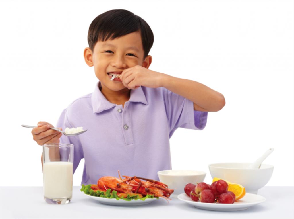 Chế độ dinh dưỡng cho trẻ giúp cao lớn và khỏe mạnh mỗi ngày