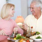 Làm thế nào để người cao tuổi có sức khỏe tốt thông qua chế độ ăn uống