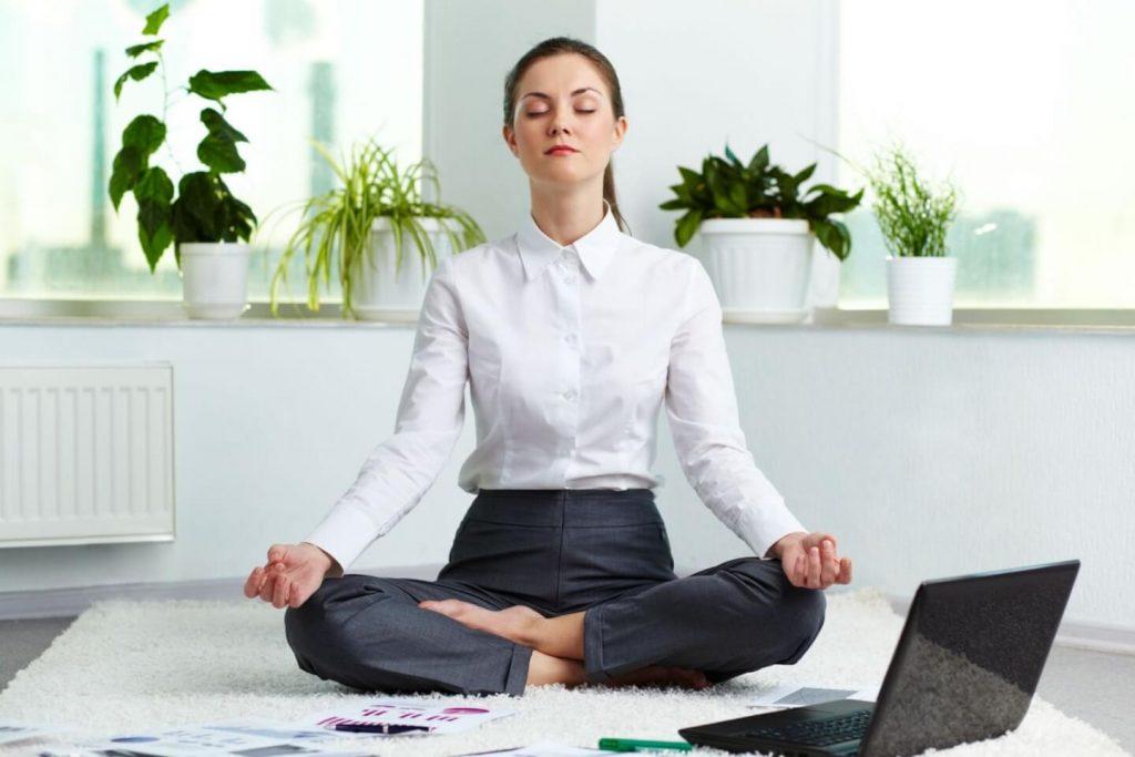 Những bài tập giúp bạn giải tỏa căng thẳng sau giờ làm việc