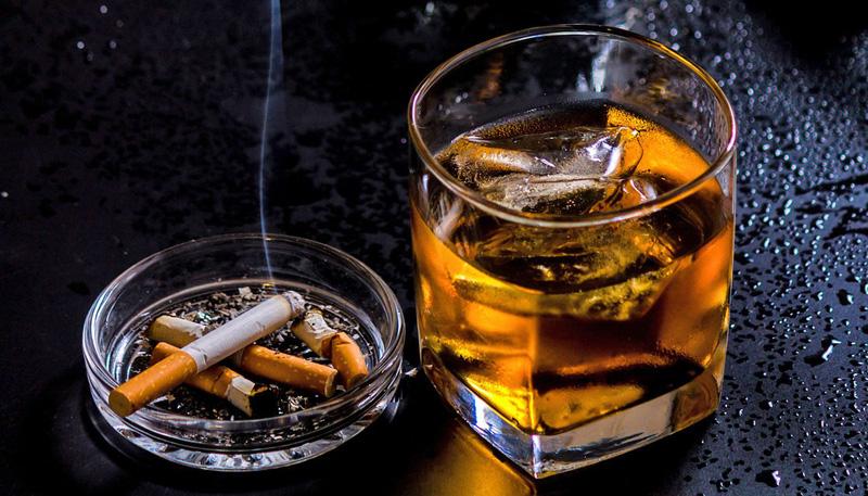 Hạn chế rượu,bia và thuốc lá chính là biện pháp giúp ngăn chin bệnh ung thư dạ dày