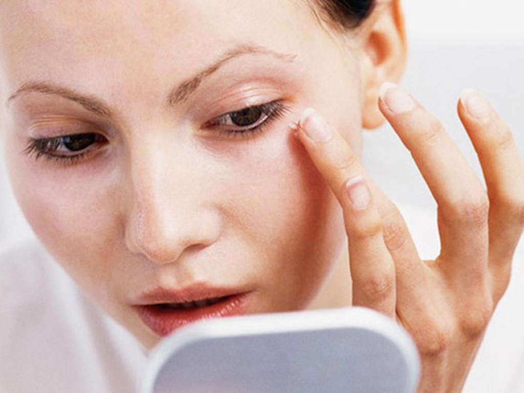 vùng da quanh mắt